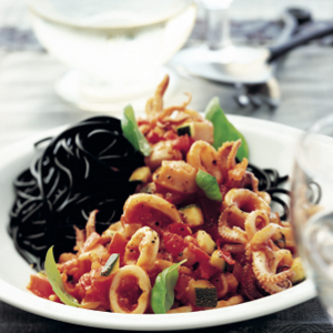 Stir-fried squid with spaghetti