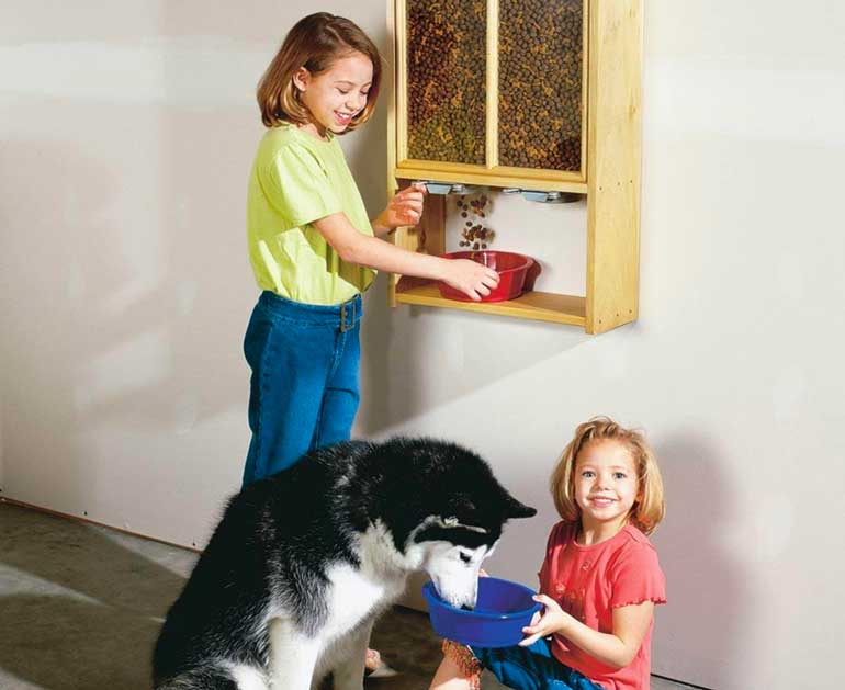 9. Neat and Tidy Pet Food Dispenser