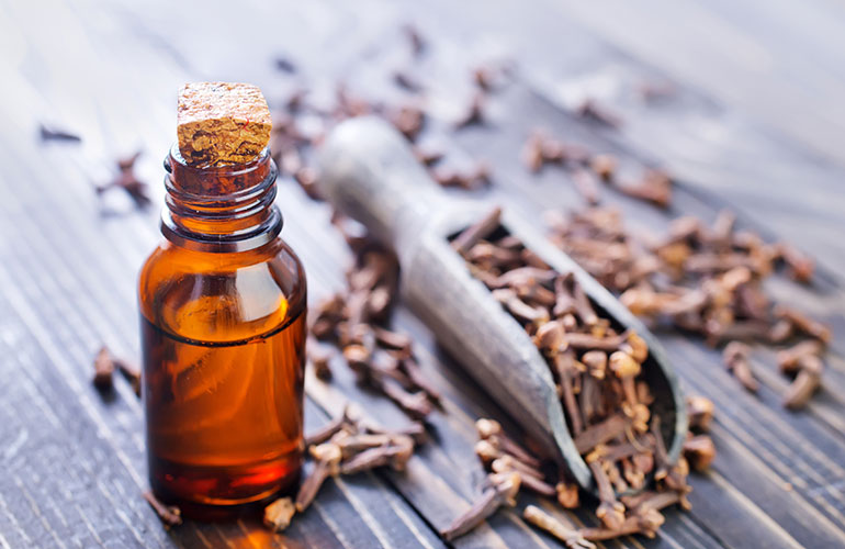 Clove oil for tooth and gum pain